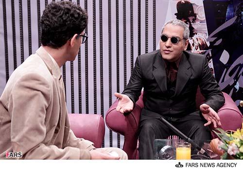 نمایی از مهران مدیری در سریال مرد دوهزار چهره