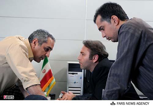 نمایی از مهران مدیری و کیهان ملکی  و سپند امیر سلیمانی در سریال مرد دوهزار چهره
